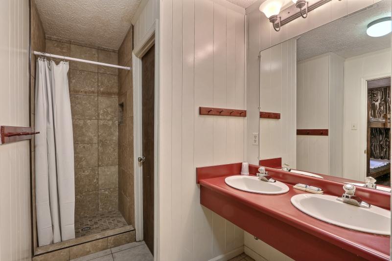 Bunk Cottage bathroom 1