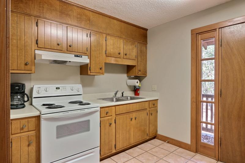 Private cottage kitchen 1 (1)